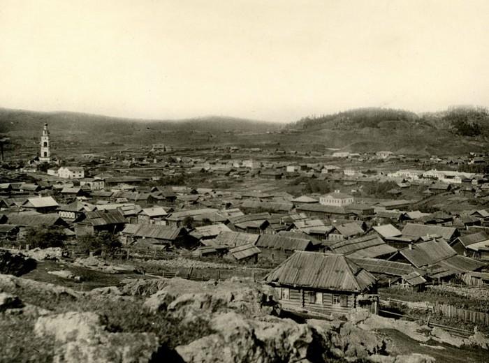 Вид Нижнего Тагила со склонов горы Высокой. Конец 1900-х годов. (НТГИА. Коллекция фотодокументов. Оп.1П. Д.299)