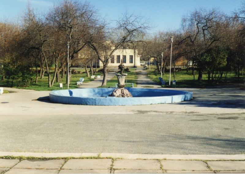 Фонтан «Каменный цветок» в Комсомольском сквере. 1998 год. (НТГИА. Коллекция фотодокументов. Оп.1П. Д.3064)