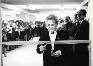 Торжественное открытие нового здания. Директор А.П.Вторыгина. 1977 год.