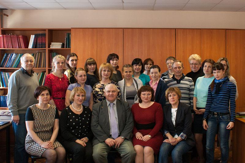 Сотрудники ГАСО и архивной службы города Нижний Тагил в читальном зале ГАСО. 2014 год.