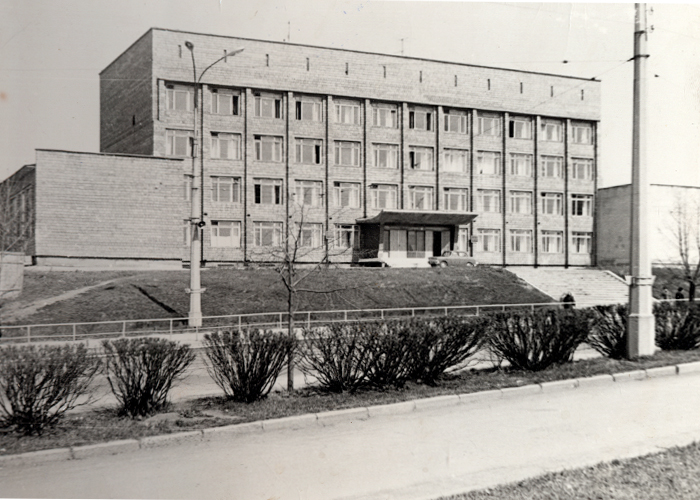 Здание техникума Советской торговли. [1970-е] годы.