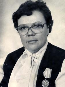 Кныш Надежда Максимовна, ветеран труда. (Портрет). 1990-е гг. (НТГИА. Ф.650. Оп.1. Д.69. Л.1)