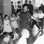 Проведение внеклассного мероприятия Лавровой Г.Д. в школе № 44.  1965 г. (НТГИА. Ф.674. Оп.1. Д.113. Л.13)