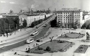 Вид сверху на Театральную площадь и проспект Ленина города Нижний Тагил. Август 1971 года.  (НТГИА. Коллекция фотодокументов. Оп.1П. Д.1429)