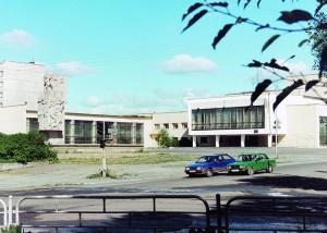 Здание городского Дворца Молодежи. 1990-егоды. Фото В.П.Растворова. (НТГИА. Коллекция фотодокументов. Оп.1П. Д.2822)