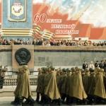 Военный парад в честь празднования Дня Победы в Великой Отечественной войне, на Театральной площади города Нижний Тагил. 09.05.2005 года. (НТГИА. Коллекция фотодокументов. Оп.1П. Д.2456)