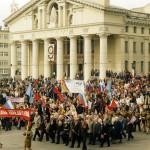 Демонстрация в честь празднования Дня Победы в Великой Отечественной войне, на Театральной площади города Нижний Тагил. 09.05.2005 года. (НТГИА. Коллекция фотодокументов. Оп.1П. Д.2457)