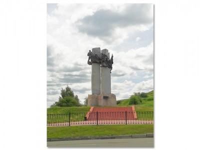 Монумент металлургам уподножия Лисьей горы. Июнь 2014года. ФотоЕ. Ю.Кожевниковой.
