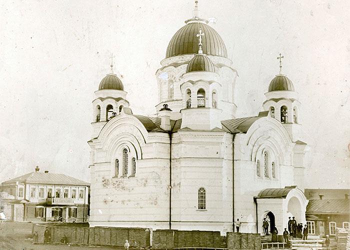 Церковь в поселке Висим.1990 год.(НТГИА.Коллекция фотодокументов.Оп.1П.Д.105).