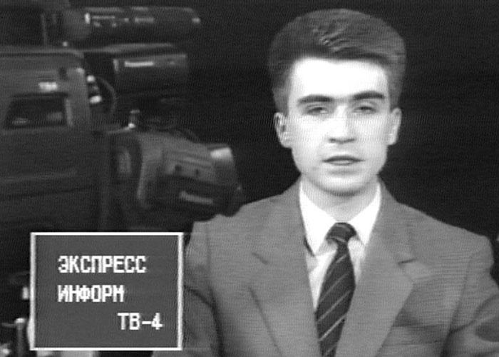 Э.Шакуров, ведущий студии телевещания «4 канал», впередаче «Экспресс-информация «Город». Сентябрь 1993года.