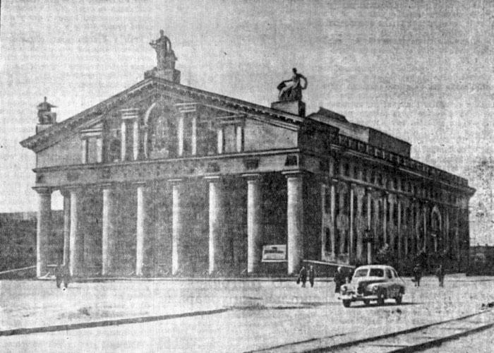 Общий вид нового здания городского драматического театра. 1955 год. Фото А.Кедрова. (Газета «Тагильский рабочий». – 1955 г. – 20 августа (№ 166). – С.1)
