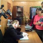 """Автор книги  """"Урал под прицелом. Операция Ульм"""" В.В.Кашин подписывает издание. 04.09.2015 год."""