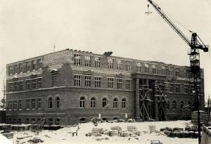 Строительство Нижнетагильского строительного техникума. Январь 1955 года. Фото Б.А.Шилова. (НТГИА. Коллекция фотодокументов.Оп.1ФА.Д.13.Л.24)