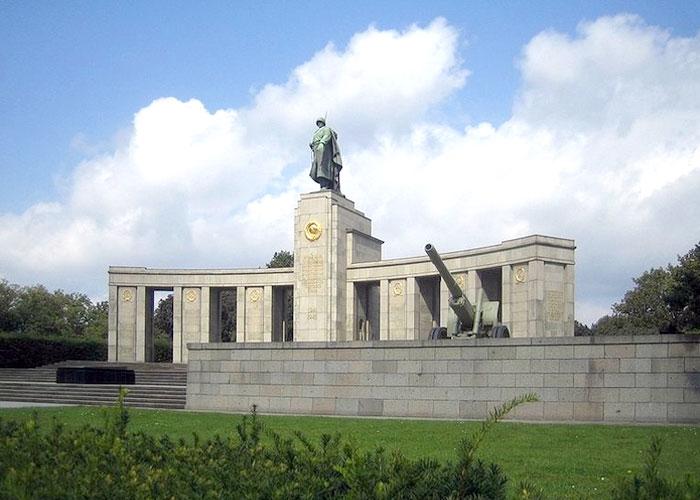 Мемориал воинам, павшим при освобождении Берлина.