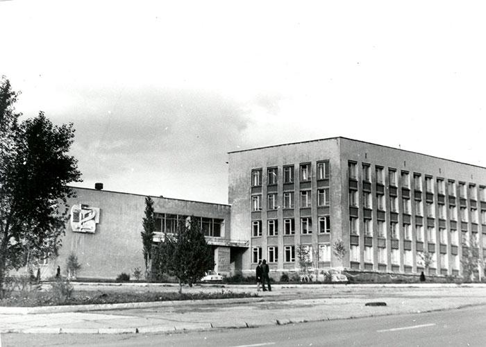 Здание Нижнетагильского медицинского училища. 1970-е годы. (НТГИА. Коллекция фотодокументов.Оп.1П.Д.1873)