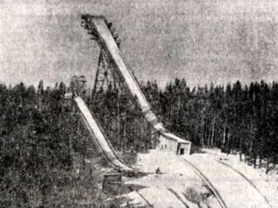 Вид на 90-метровый и 70-метровый трамплины на горе Долгой. Фото В.Терентьева. (Газета «Тагильский рабочий». – 1975 г. – 25 ноября (№ 236). – С.4)