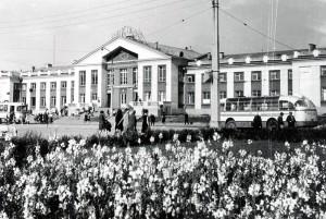 Вид наздание железнодорожного вокзала города Нижний Тагил. 1970год. (НТГИА. Коллекция фотодокументов. Оп.1П. Д.1412)