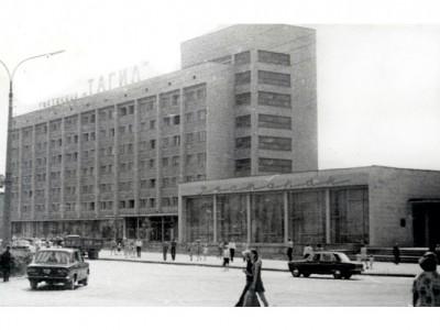 Здание гостиницы «Тагил». Июль 1977 года. Фото А.Ф.Кожевникова. (НТГИА. Коллекция фотодокументов.Оп.1П.Д.1831)