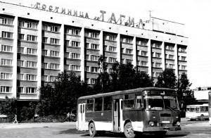 Здание гостиницы «Тагил». 1993 год. Фото В.Гаева. (НТГИА. Коллекция фотодокументов.Оп.1П.Д.463)
