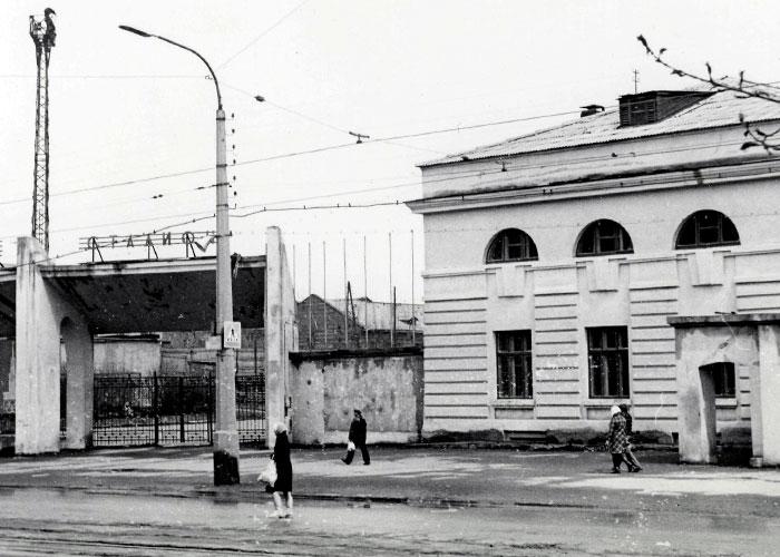 Вид на стадион по проспекту Мира. 1970 год. (НТГИА. Коллекция фотодокументов. Оп.1П. Д.1410)