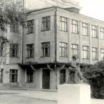 Здание средней школы № 23 по улице Черных. 1981 год. (НТГИА. Коллекция фотодокументов. Оп.1П. Д.1455)