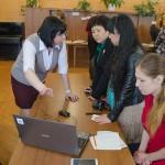 Члены делегации в момент ознакомления с работой информационно-поисковой системы «Электронные описи НТГИА».