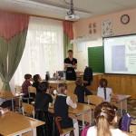 Е. Ю. Кожевникова, главный архивист Нижнетагильского городского исторического архива, проводит урок патриотического воспитания в 3 «А» классе МБОУ средней образовательной школы № 81. 07.05.2016 года.