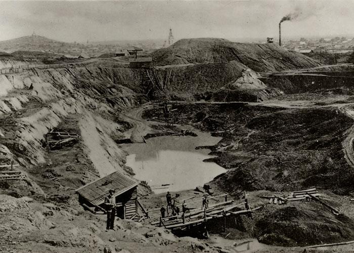 Вид на Высокогорский железный рудник. 1990-е годы.(НТГИА. Коллекция фотодокументов.Оп.1ФА.Д.5.Л.6.ф.15)