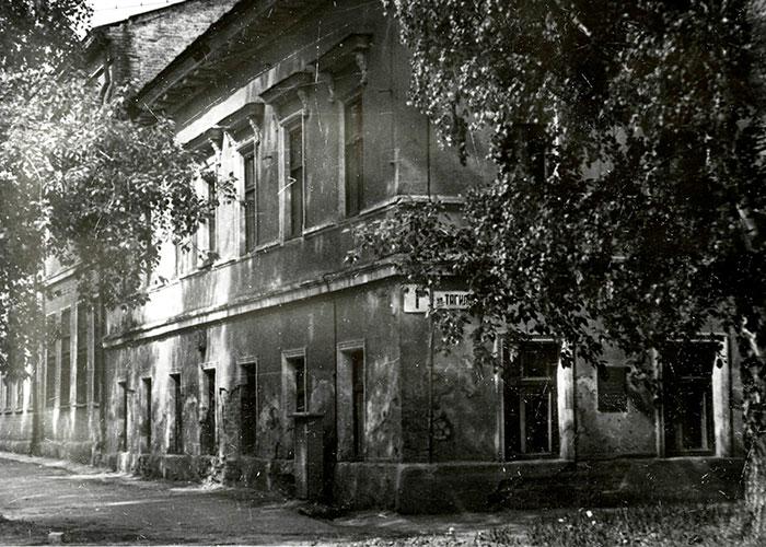 Здание школы № 1 имени Крупской на улице Тагильской. 1930-е годы. (НТГИА. Коллекция фотодокументов. Оп.1П. Д.769)