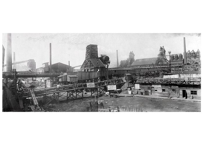 Общий вид мартеновского цеха Ново-Тагильского металлургического завода. 1940-е года. (НТГИА. Коллекция фотодокументов. Оп.1ФА.Д.31.Л.14об)