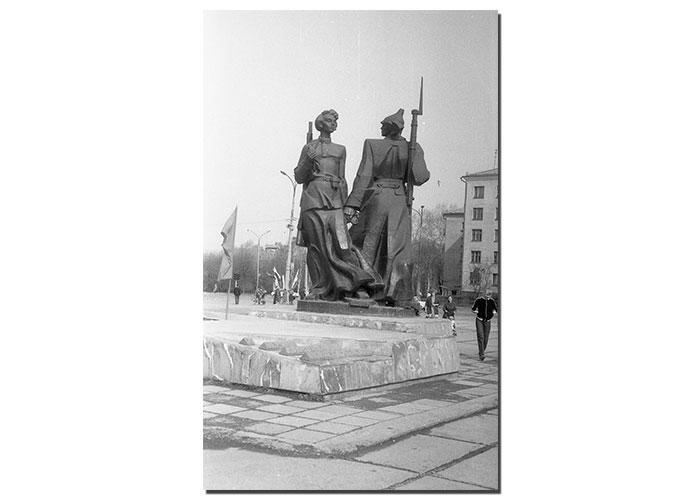 Митинг, посвященный открытию памятника первым комсомольцам города Нижний Тагил. 29 октября 1981 года. Фото Б.А.Шилова. (Коллекция фотодокументов. Оп.1ФА. Д.9. Л.6)