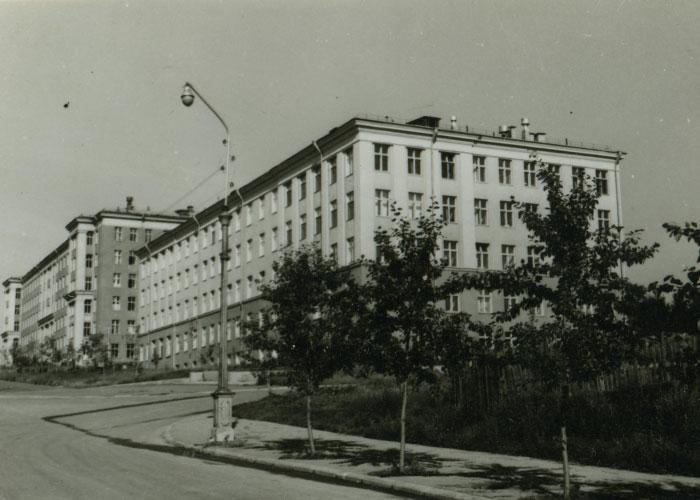 Вид на здание родильного корпуса при II городской больнице. 30 июля 1968 года. Фото В.Демидова. (НТГИА. Коллекция фотодокументов. Оп.1ФА. Д.43. Л.27)
