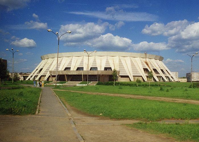 Вид на здание Дворца ледового спорта. 1997 год. Фото А.Л.Пичугина. (НТГИА. Коллекция фотодокументов. Оп.1П. Д.3037)