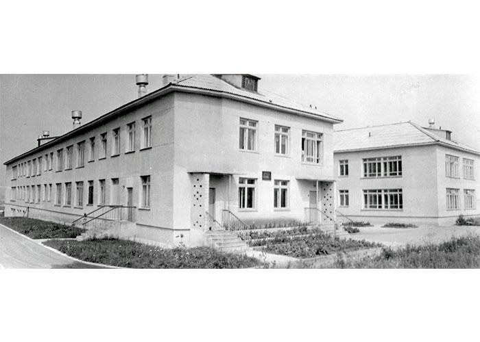 Вид здания детской больницы № 2 на Красном Камне. 27 июля 1967 года. Фото В. Демидова. (НТГИА. Коллекция фотодокументов. Оп.1ФА. Д.43. Л.16)