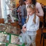 Посетители на открытии выставки «Демидовы на Урале» в читально-экспозиционном зале Нижнетагильского городского исторического архива.