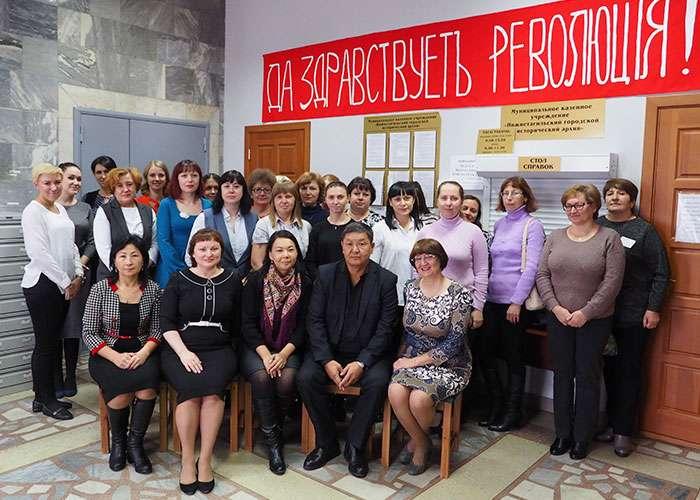 Участники встречи в читально-экспозиционном зале Нижнетагильского городского исторического архива