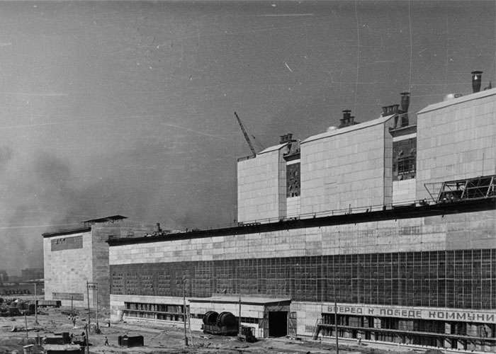 Вид здания конвертерного цеха НТМК; город Нижний Тагил. (НТГИА. Ф.229.Оп.1-ф.Д.191).