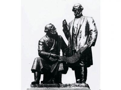 Памятник Черепановым на Театральной площади. 1991 год. (НТГИА. Коллекция фотодокументов.Оп.1НЧ.Д.107)
