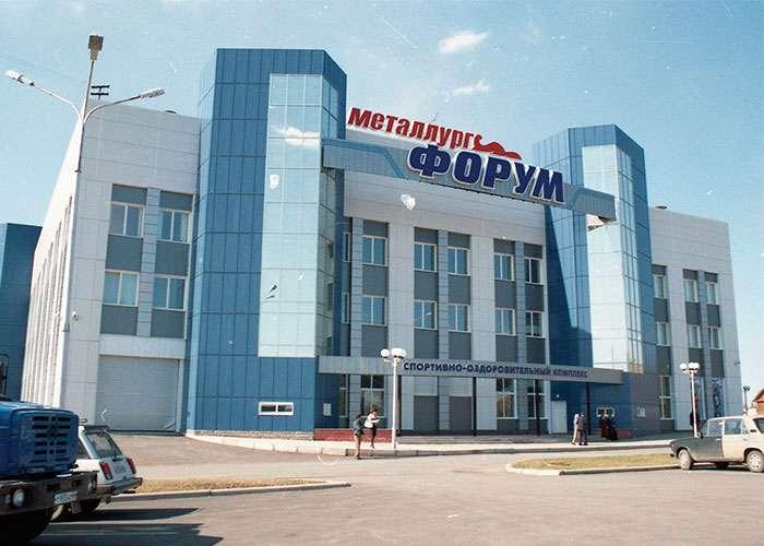 """Спортивно-оздоровительный комплекс """"Металлург-форум"""". Май 2005 года. (НТГИА. Коллекция фотодокументов.Оп.1НЦ.Д.2562)"""