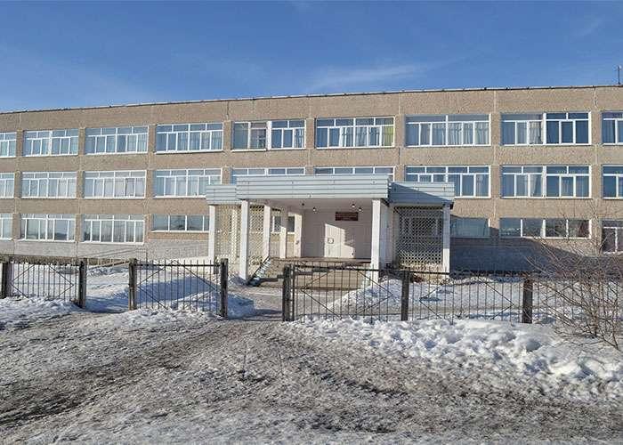 Школа № 20, Дзержинский район. Март 2017 года. Фото М.В. Серединой.