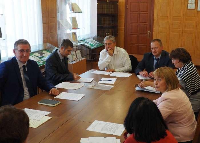 Участники заседания Организационного комитета Управления архивами Свердловской области по подготовке к 300-летию города Нижний Тагил