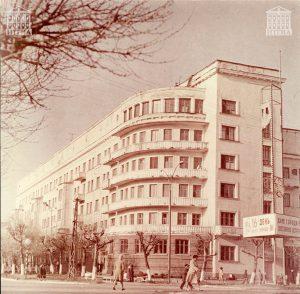 Здание городской больницы №1. 1981 год. (НТГИА. Коллекция фотодокументов.Оп.1ФА.Д.114.Л.1)