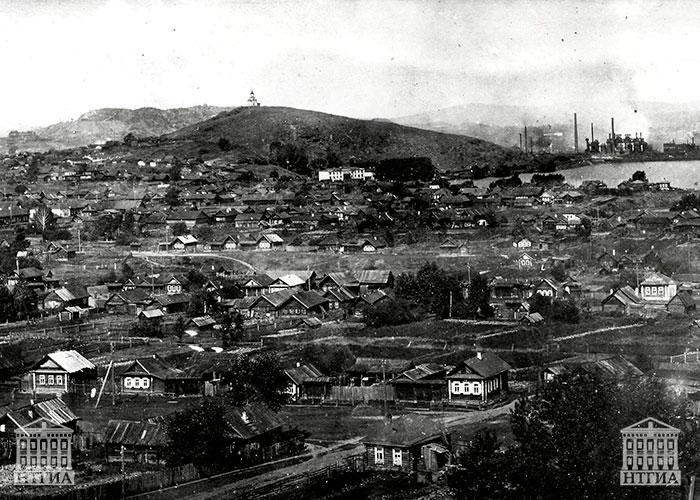 Вид пос. Ключики г. Нижний Тагил (на заднем плане слева направо: гора Лисья, металлургический завод, часть Тагильского пруда). НТГИА. Коллекция фотодокументов.Оп.1П.Д.1151