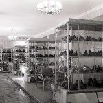Интерьер отдела обуви магазина «Женское готовое платье» по ул. Мира. 1962 г. (НТГИА. Коллекция фотодокументов. Оп.1Н1.Д.2495)