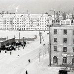 Стихийный базарчик и здание аптеки по ул. Пархоменко. 1964 г. (НТГИА. Коллекция фотодокументов. Оп.1Н1.Д.2676)