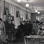 Покупатели в торговом зале магазина «Книжный мир» по ул. Первомайской. 1964 г. (НТГИА. Коллекция фотодокументов. Оп.1Н1.Д.2723)