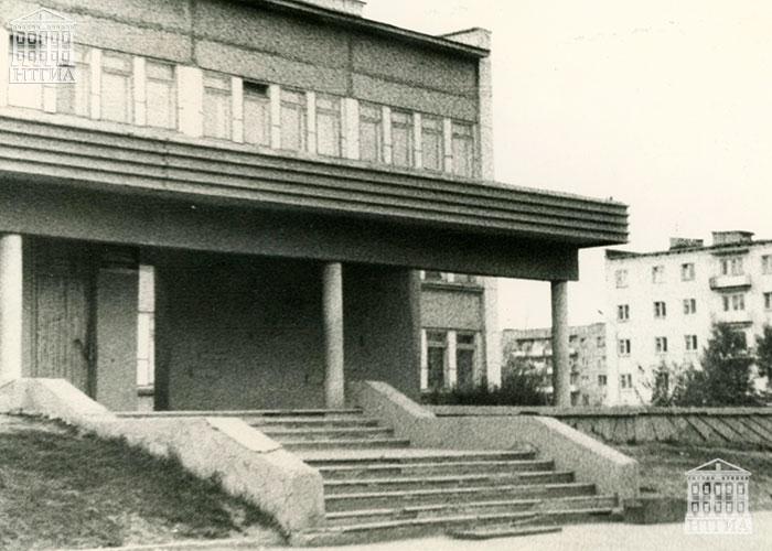 Здание детское поликлиники по ул. Окунева. 1985 год. (НТГИА. Ф.519.Оп.2Ф.Д.37)
