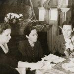 Т.Г. Барон (1-я слева) на избирательном участке. 1961 год. (Личный архив Т.Г. Барон)