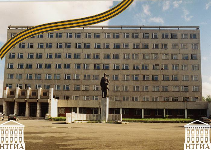 Вид здания управления Высокогорского механического завода.1998 год.(Коллекция фотодокументов.Оп.1П.Д.3096)