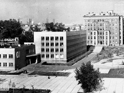 Вид здания Нижнетагильского медицинского училища. 1970 год. (НТГИА. Коллекция фотодокументов.Оп.1П.Д.1409)